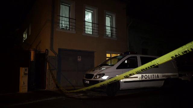 Un bărbat, căutat de polițiști, fiind suspectat că şi-ar fi ucis mama. A fost externat dintr-un spital de Psihiatrie