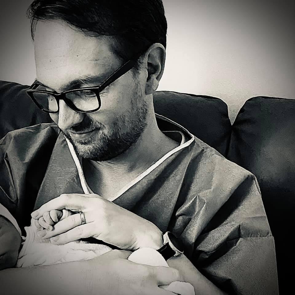 Primarul Timișoarei a devenit tată pentru prima oară. Ce nume neobișnuit i-a pus fiicei sale