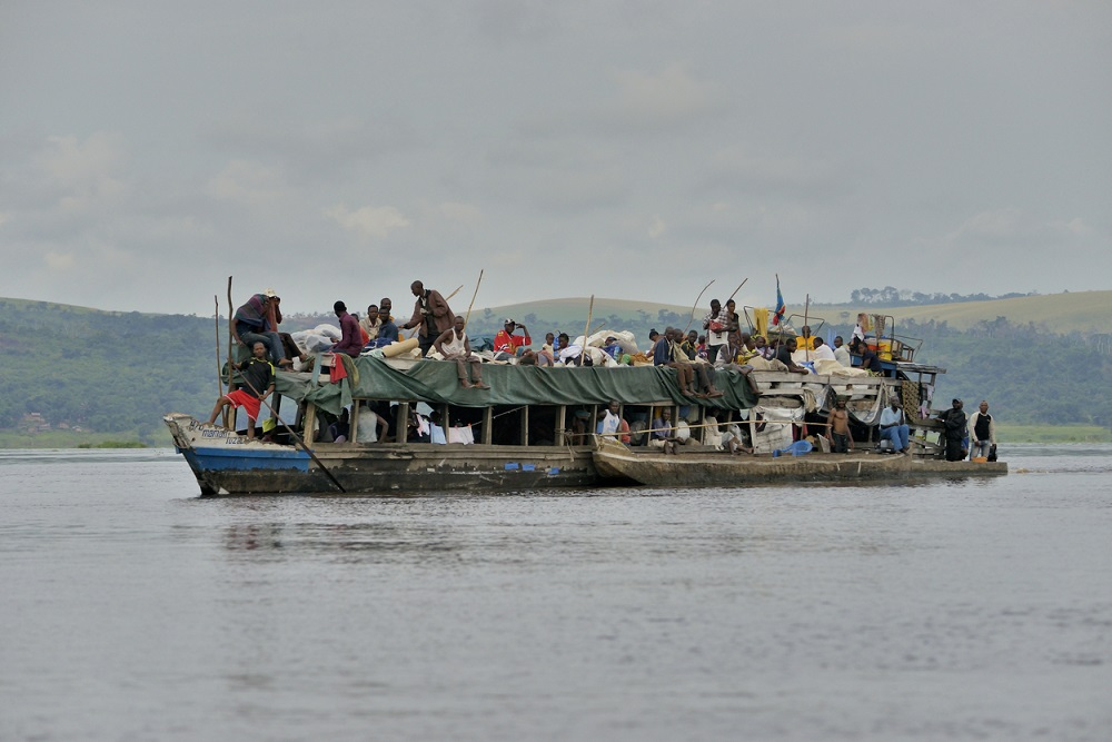 O ambarcațiune improvizată a naufragiat pe fluviul Congo. Peste 100 de morți și persoane dispărute