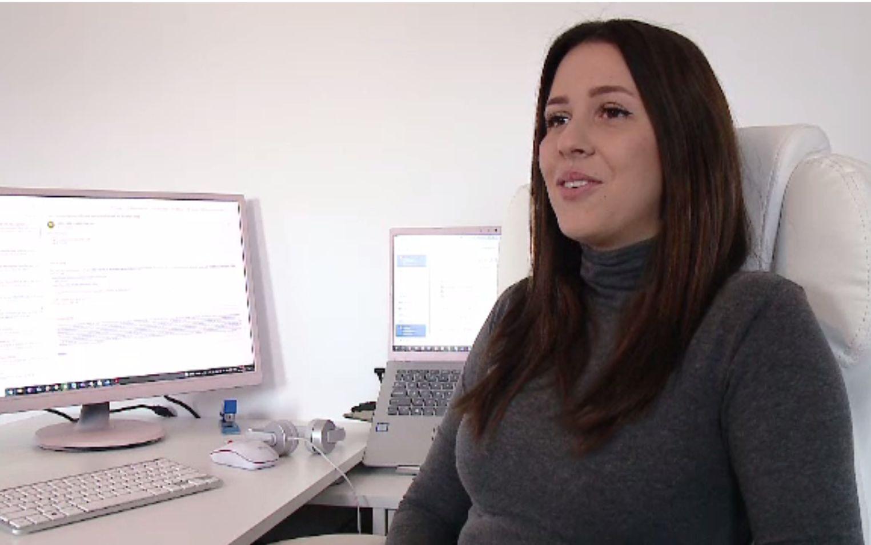 Tinerii care lucrează de acasă s-au orientat către a doua facultate. Jobul le permite și cursurile online