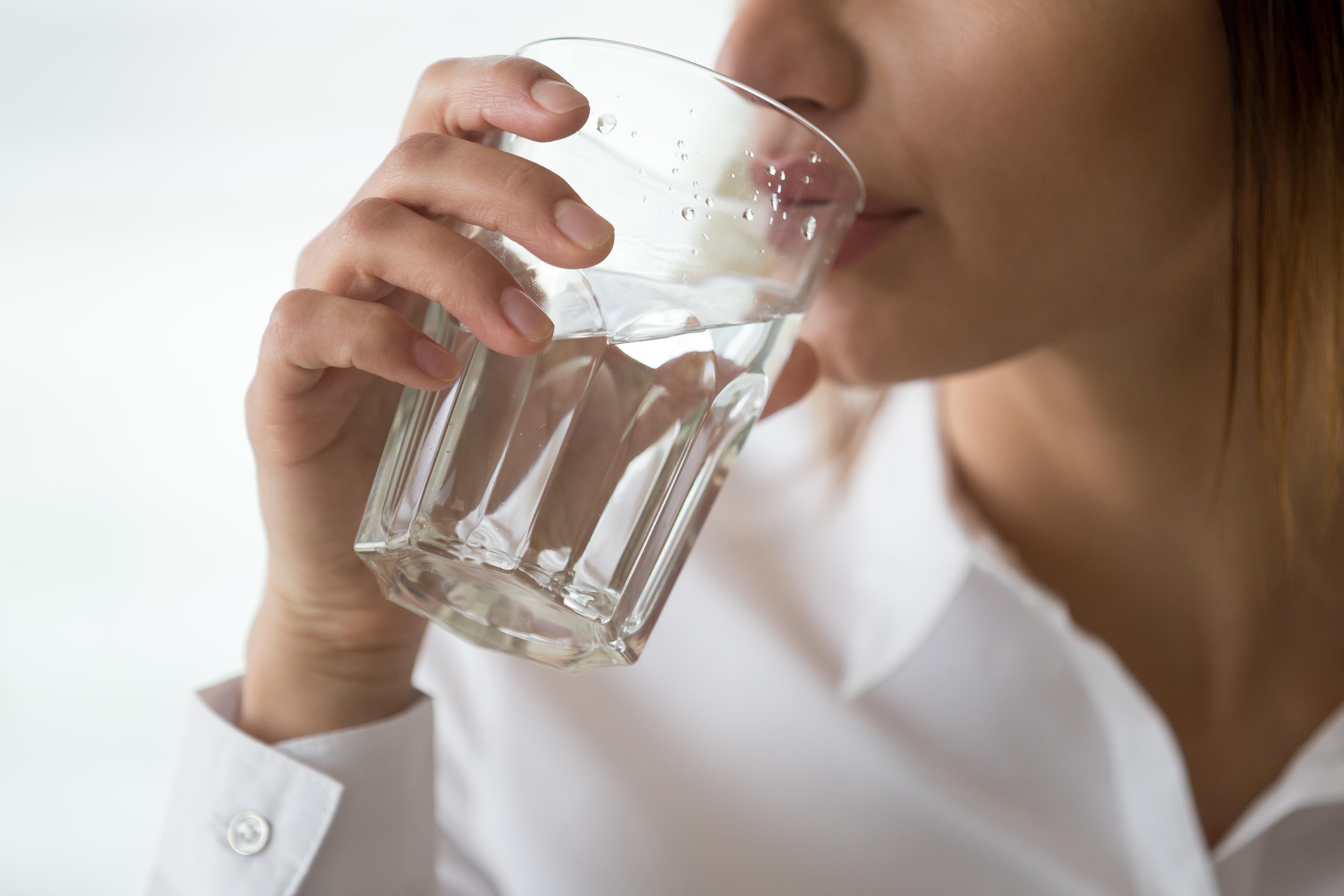 Cum se manifestă deshidratarea și ce riscuri presupune