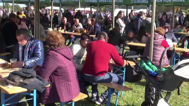 """Mii de turiști au participat la Festivalul """"Răvășitul Oilor"""" din Slănic Moldova. De ce surprize au avut parte"""