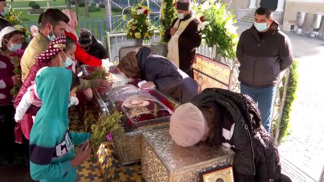 Pelerinajul Sfintei Parascheva, la Iași, este în plină desfășurare. Peste 30.000 de credincioși s-au închinat până acum