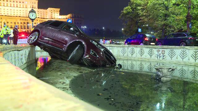 Accident neobișnuit în Capitală. Un tânăr a pierdut controlul volanului și a plonjat cu mașina într-o fântână arteziană