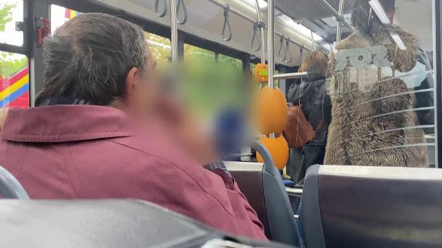 Scene revoltătoare. Un bărbat, filmat în timp ce fuma o țigară într-un autobuz din Brașov