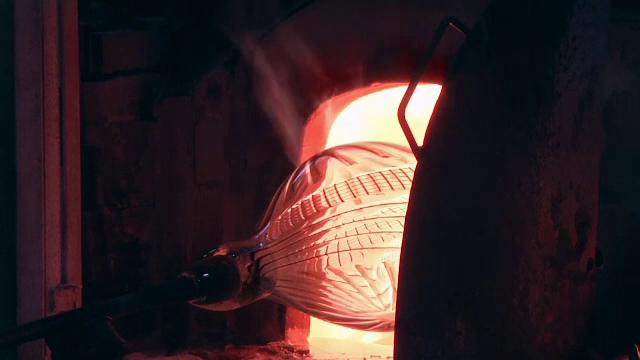 Scumpirea gazelor duce la faliment sticla de Murano, o industrie de 1.000 de ani. De ce furnalele trebuie să meargă non stop