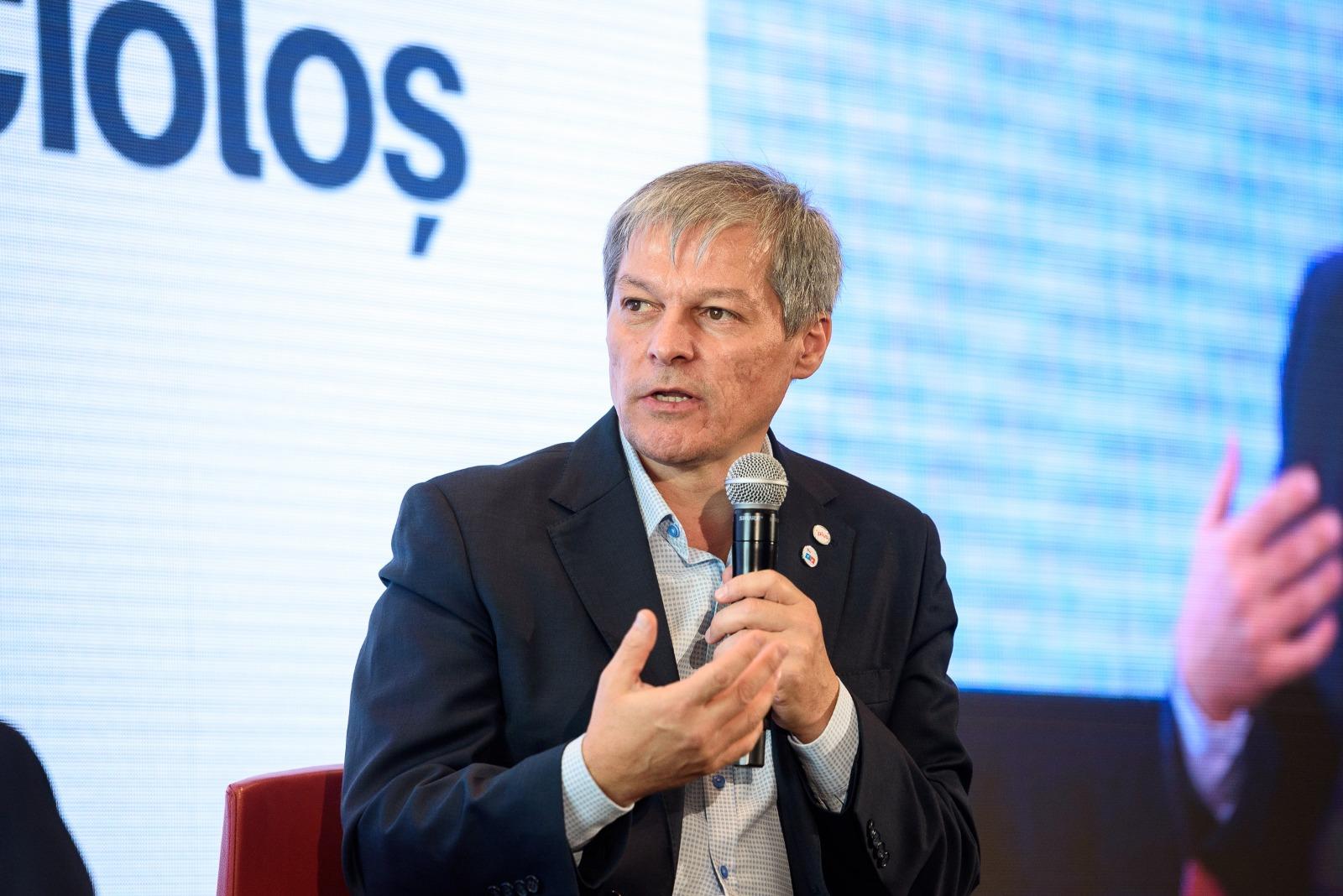 Dacian Cioloș depune, astăzi, la Parlament lista de miniştri și programul de guvernare