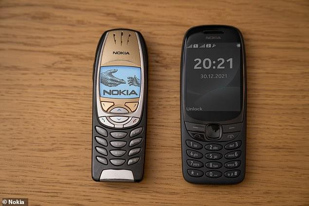 """Nokia relansează """"telefonul cărămidă"""". Cât costă noul model 6310"""