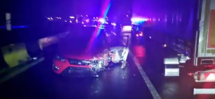 Accident grav provocat de un șofer neatent. Bărbatul a rămas încarcerat