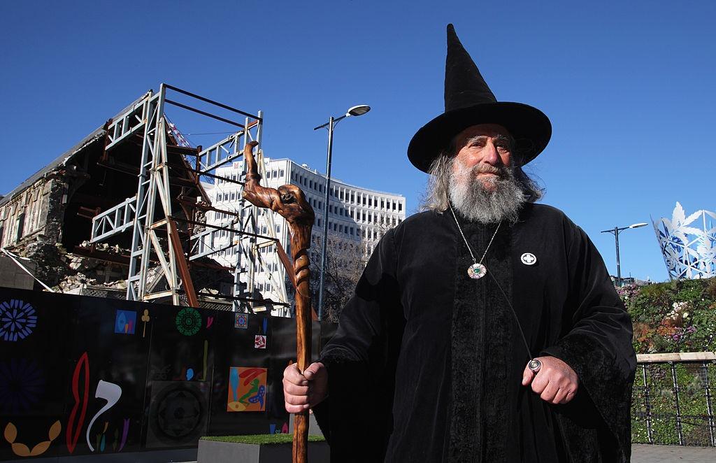 """Vrăjitorul unui oraș din Noua Zeelandă a fost demis. """"Vor trebui să mă omoare pentru a mă opri"""""""