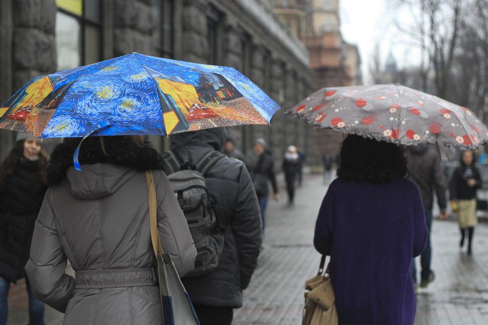 Vreme deosebit de rece. Va ploua în mai multe zone, iar la munte se anunţă ninsori