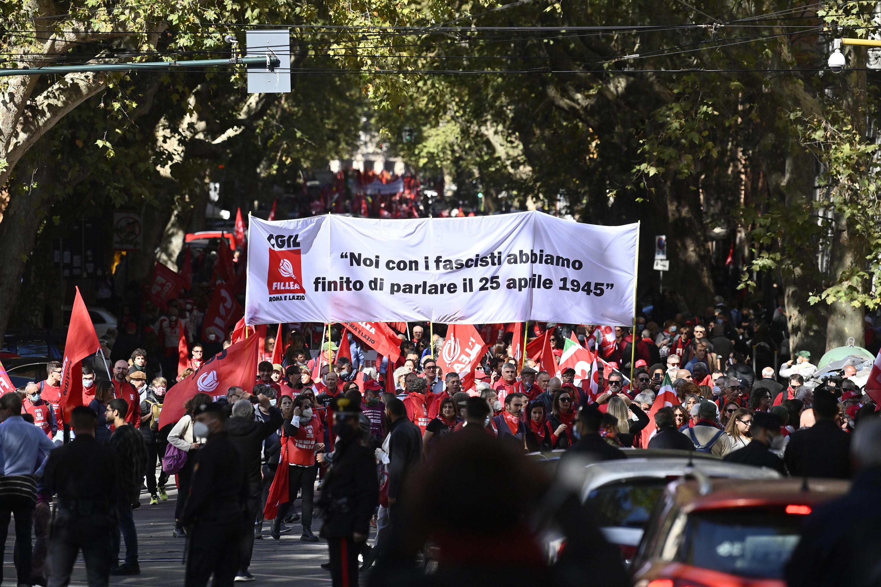 200.000 de persoane au ieșit în stradă în Italia. Oamenii, nemulțumiți de extrema dreaptă