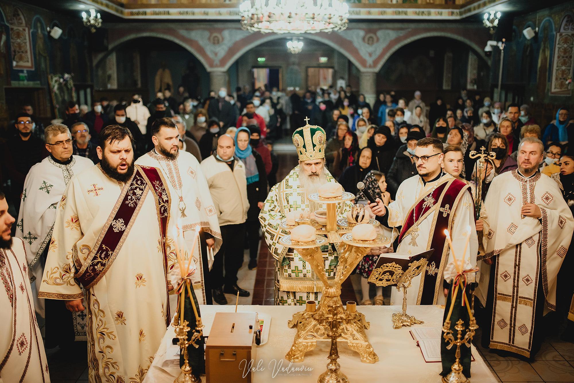 """Arhiepiscopia Tomisului, mesaj pentru credincioși: """"Puteți trimite pomelnice și prin PAYPAL"""""""