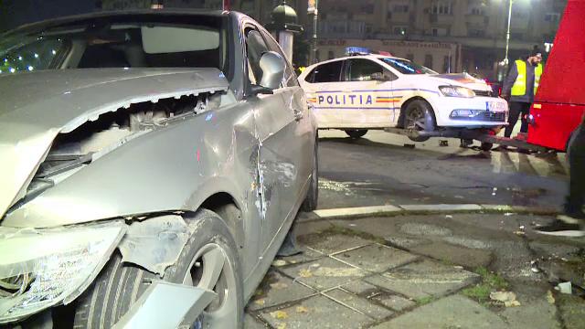 Un tânăr s-a ciocnit de o mașină a poliției, în Capitală. Puțin a lipsit ca mașinile să ajungă în Dâmbovița