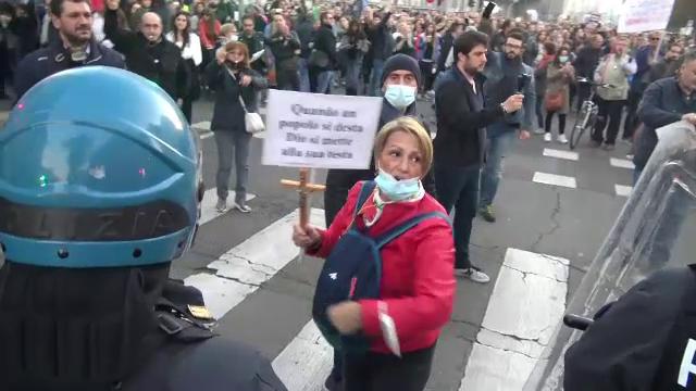 Protestele din Italia au devenit violente. Imagini cu ciocniri între manifestanți și jandarmi