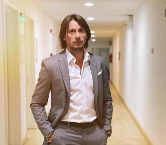 """Marius Manole, autoironie pe Facebook, după ce i s-a propus funcția de ministru al Culturii: """"Mihaela, dragostea mea!"""""""