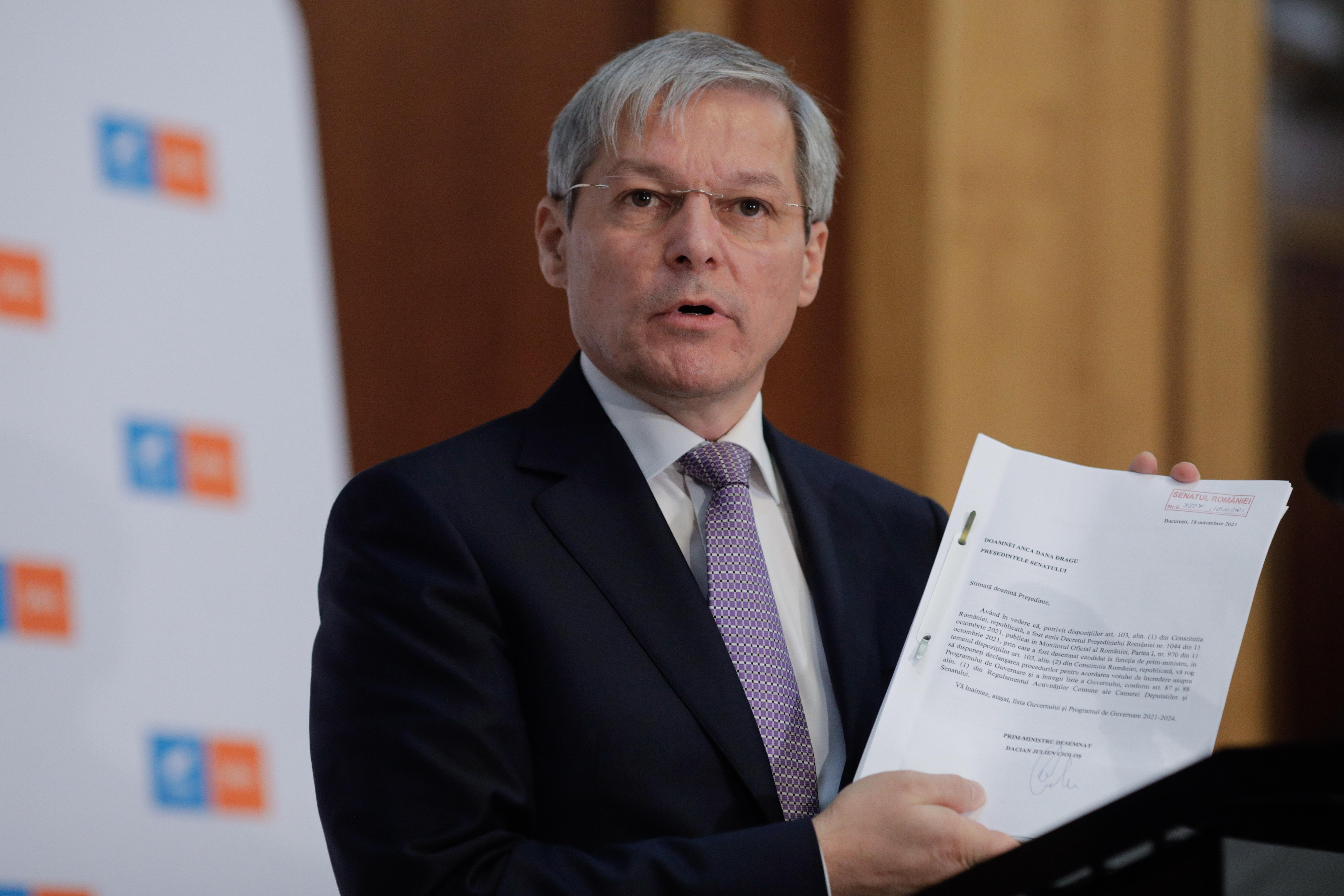"""Cioloș a depus la Parlament lista de miniştri și programul de guvernare: """"E un Guvern de criză"""""""
