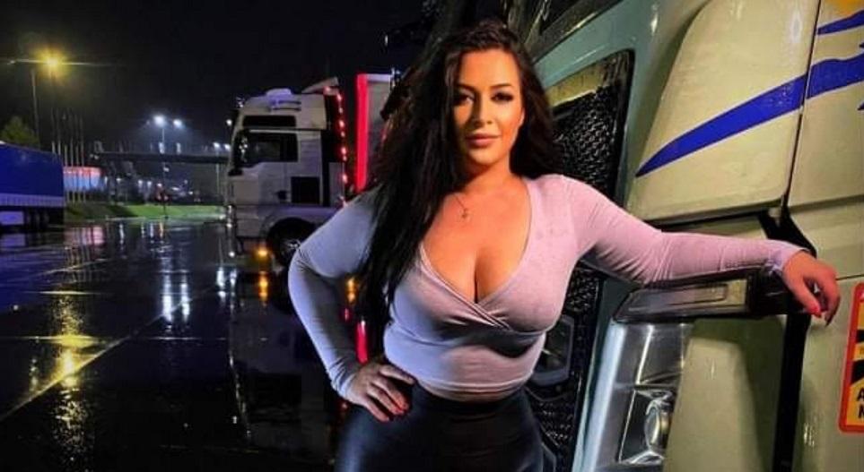 A fost aleasă cea mai frumoasă şoferiţă de TIR din România. Are 27 de ani și este licențiată în Drept