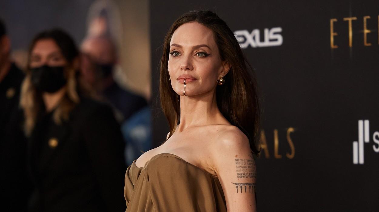 Angelina Jolie, apariție inedită la premiera filmului The Eternals. GALERIE FOTO