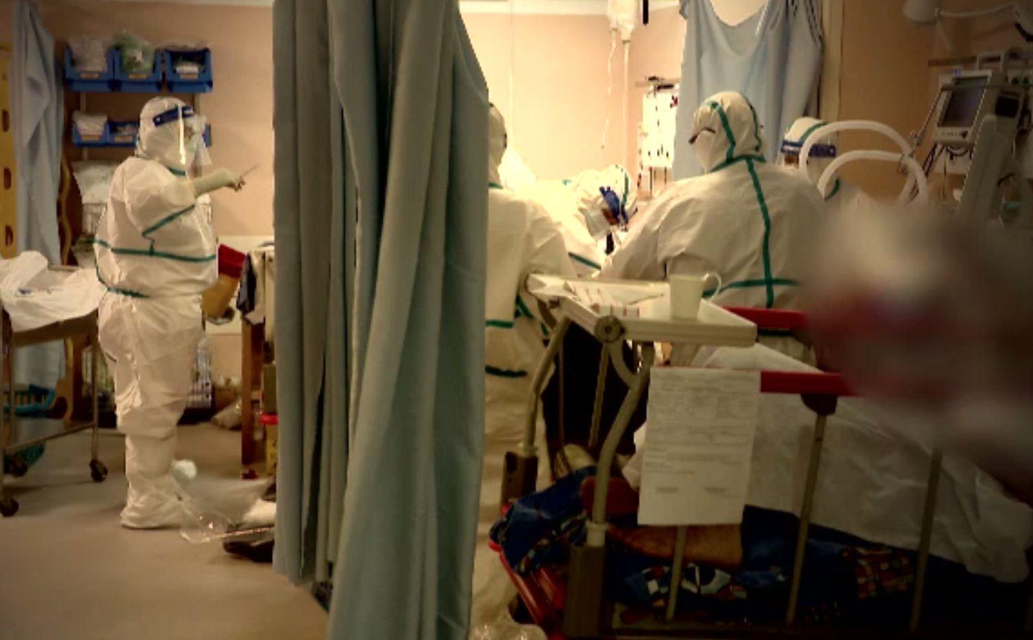 """Record sumbru de infectări și decese. Pacienții sunt disperați când ajung la spital: """"faceţi ceva, că am copii de crescut"""""""