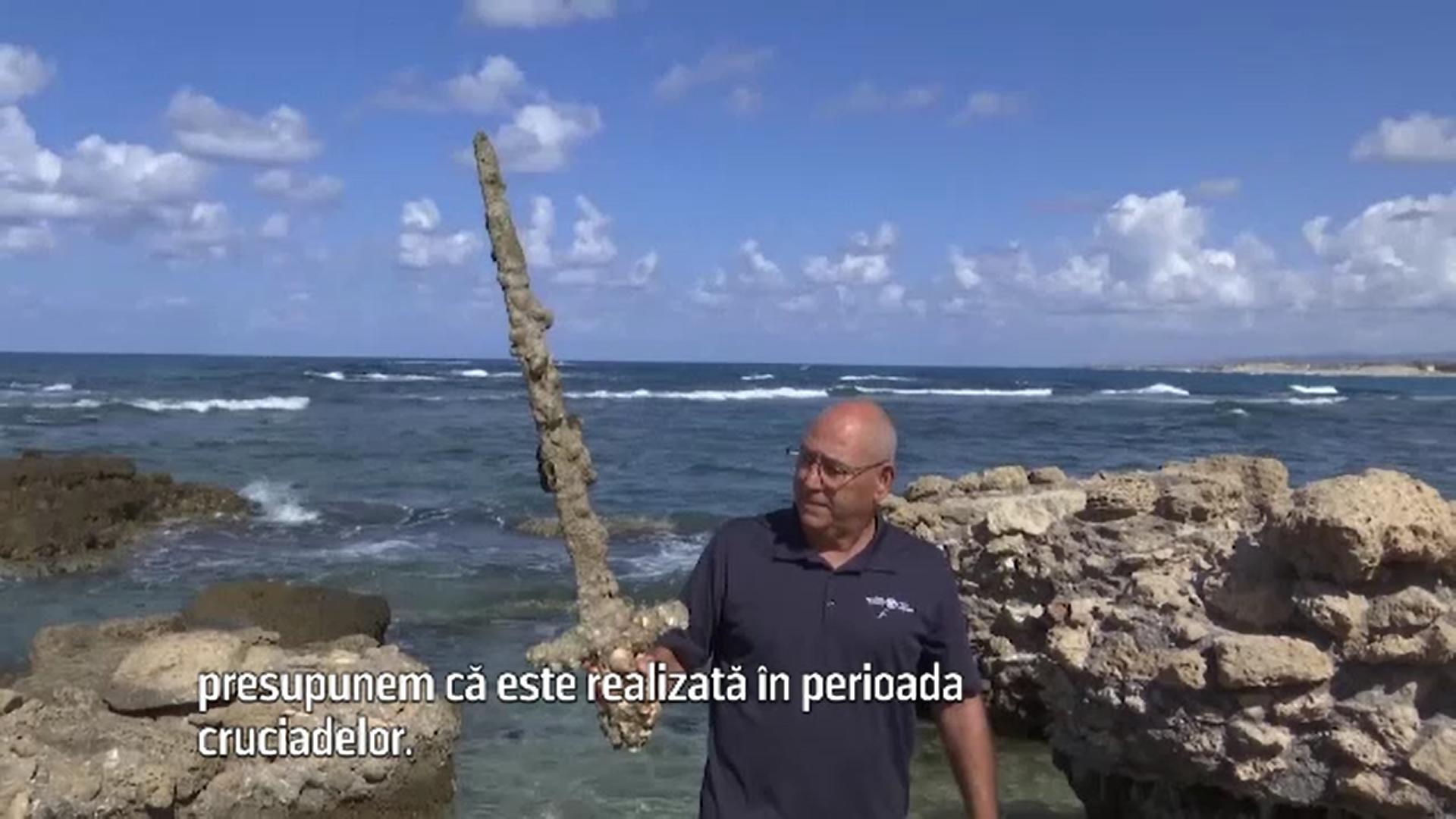 O sabie veche de aproape un mileniu, descoperită de un scafandru în Mediterană
