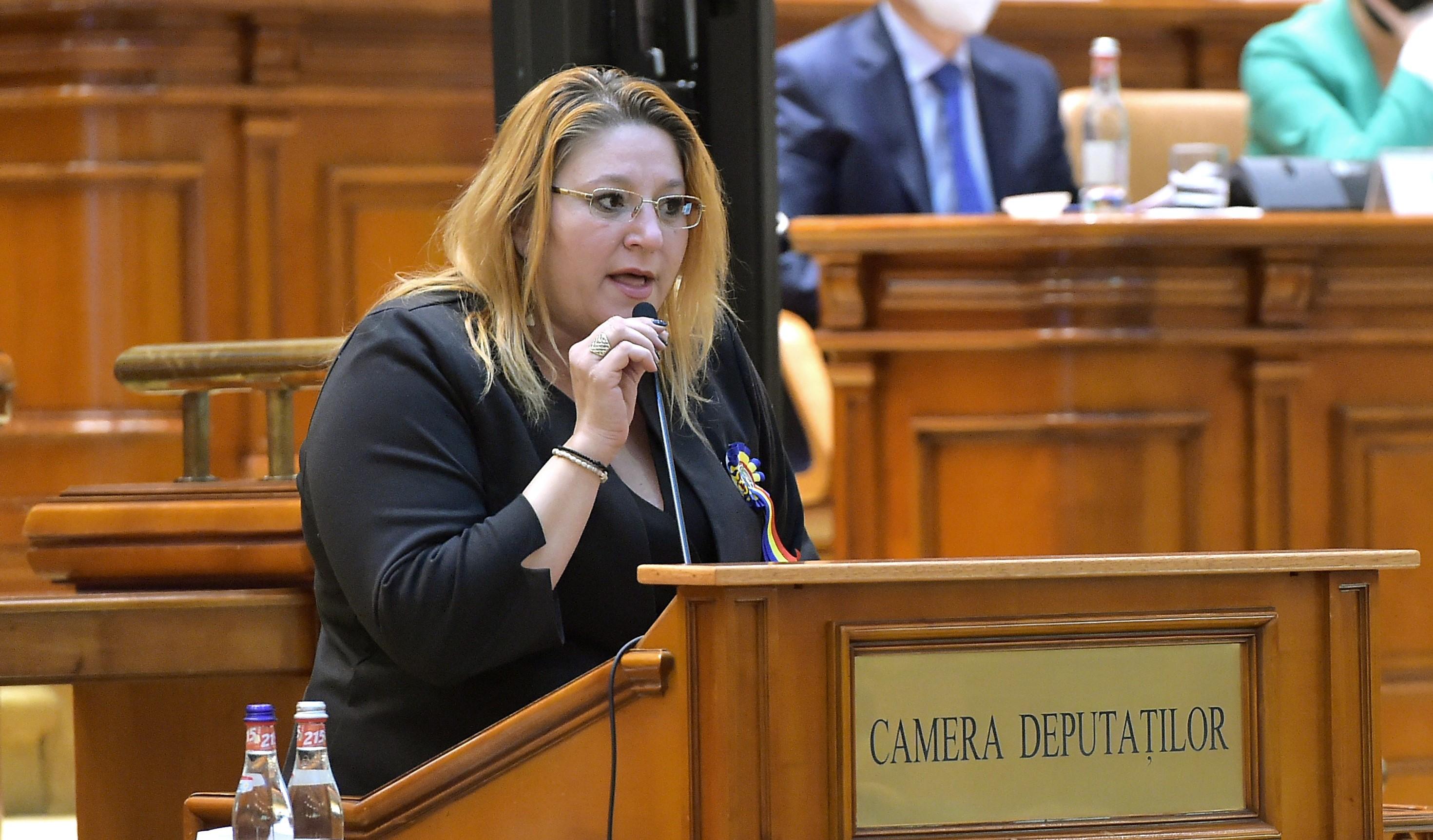 """VIDEO. Șoșoacă a refuzat să poarte mască anti Covid în Parlament: """"Eu vă spun jos masca"""""""