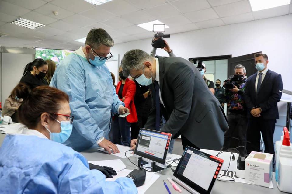 """Marcel Ciolacu și-a făcut doza 3 de vaccin: """"Vă îndemn pe toți să vă vaccinați"""""""