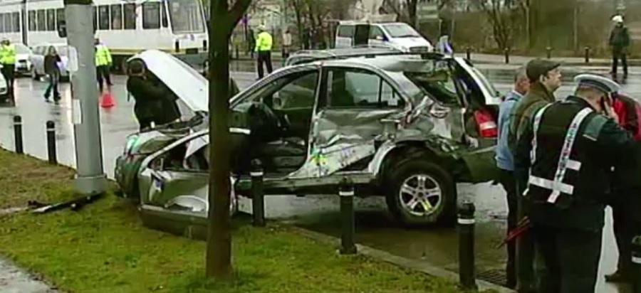 O șoferiță cu alcoolemie de 3 la mie a produs un accident înfiorător. O persoană a murit, iar alte două au ajuns la spital