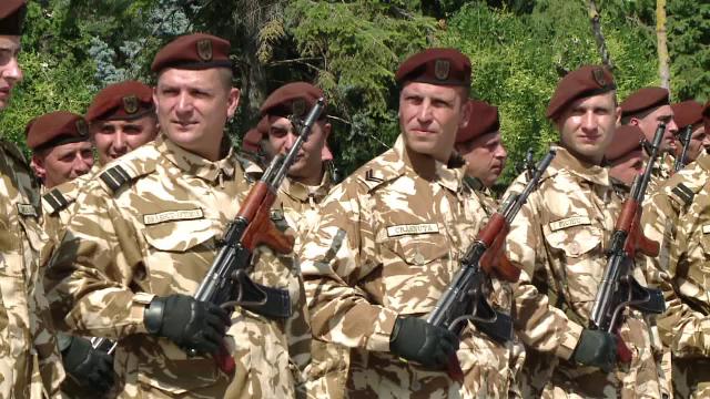 """Poveștile emoționante ale militarilor români, întorși din Afganistan. """"Viața mea era în mâinile celor de lângă mine"""""""