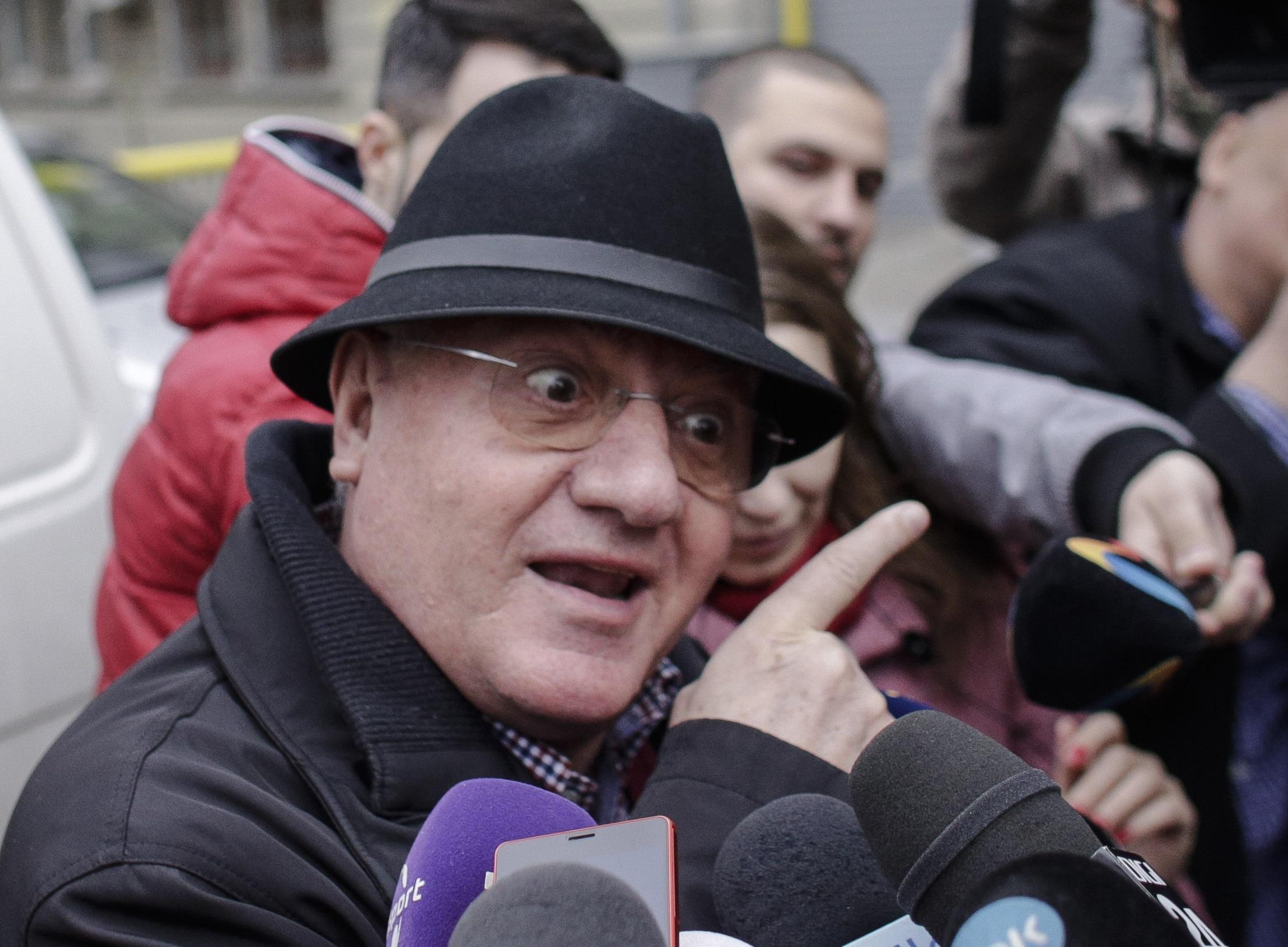 """Dumitru Dragomir: """"Tot aud că unii nu se vaccinează că nu știu ce conține vaccinul. Păi, când beau cola, știu ce conține?"""""""