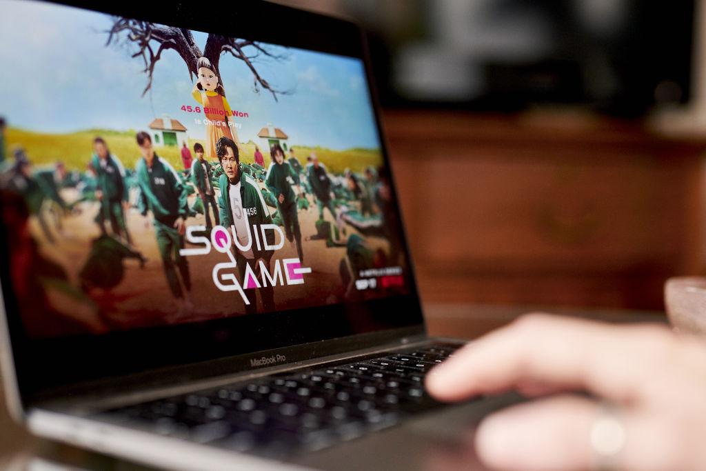 Succesul Squid Game salvează industria textilă din Coreea de Sud. Toată lumea vrea treninguri verzi și salopete roz