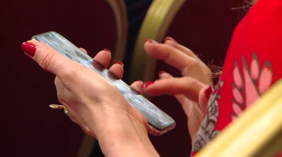 Avertismentul psihologilor pentru români: Teama de a nu avea telefonul mobil lângă noi poate provoca anxietate și depresie