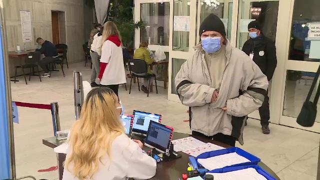 Bucureștenii au venit în număr mare la maratonul vaccinării. Zeci de mii de oameni s-au imunizat în cele șase centre