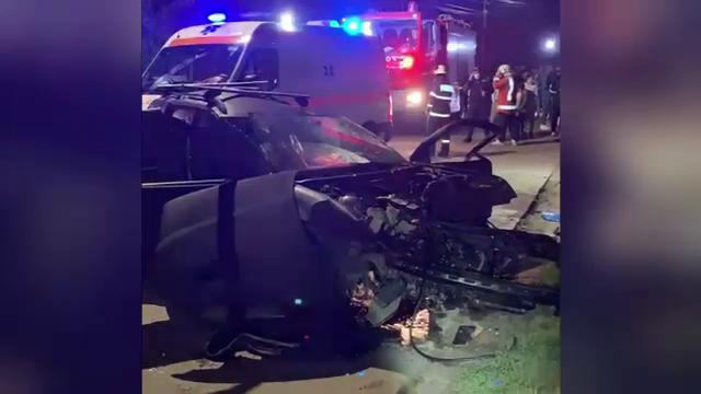 Accident grav în Bistrița-Năsăud. Un tânăr și-a pierdut viața după ce a intrat într-un stâlp