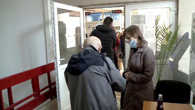 """""""Pot să intru dacă nu sunt vaccinată?"""" """"Da"""". Cât a durat până s-au mobilizat angajații statului pentru verificări"""