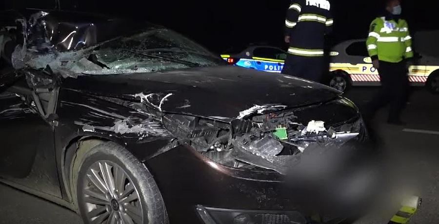Accident rutier în județul Argeș. Doi îndrăgostiți au ajuns la spital, după ce mașina în care se aflau a lovit un camion