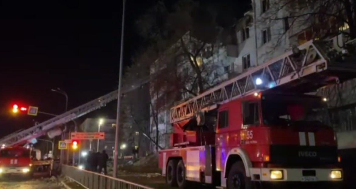 Mai mulți răniți și zeci de persoane evacuate, după o explozie puternică într-un bloc din Rusia