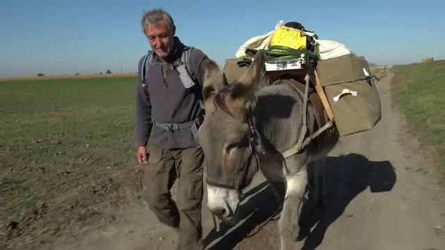 Un german a plecat în călătoria vieții sale în compania unui măgar. Despre ce este vorba