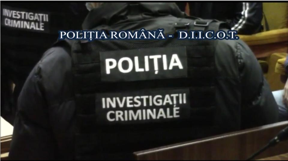 Descinderi în forță la zeci de interlopi din București și mai multe județe. Oamenii legii le aduc acuzații grave VIDEO