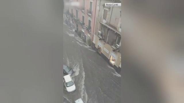 Catastrofă în Catania. Două persoane au murit din cauza vijeliilor puternice, iar străzile s-au transformat în râuri