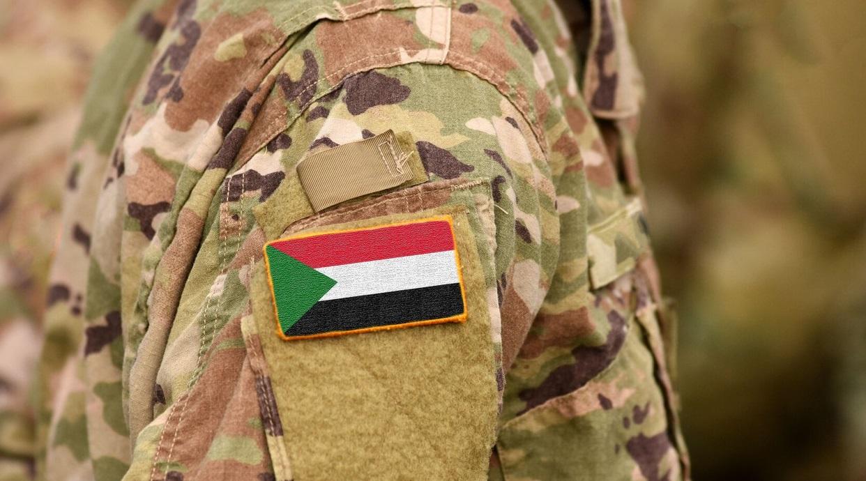Armata Sudanului a lansat o campanie de arestare a activiștilor și jurnaliștilor. Ce se întâmplă cu premierul țării