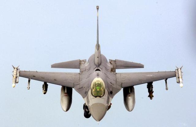 Romania, saraca. De unde avem bani pentru avioane F16?