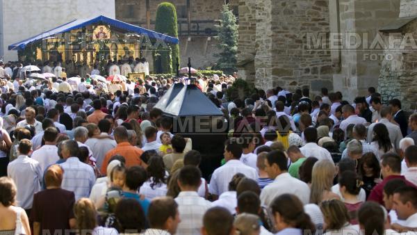 Peste 30.000 de pelerini sunt asteptati la manastiri din judetul Arad, de Adormirea Maicii Domnului