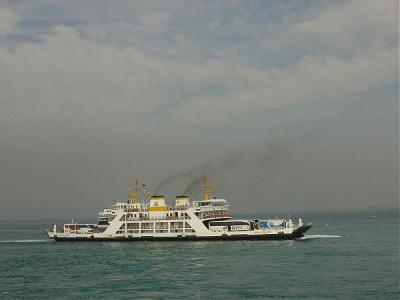 O nava cu 150 de imigranti a naufragiat in apropierea coastei australiene
