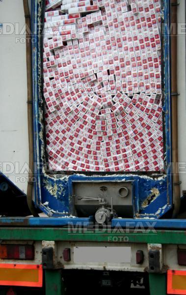 Politistii au confiscat in 24 de ore aproape 1000 de pachete de tigari si 100 de litri de alcool