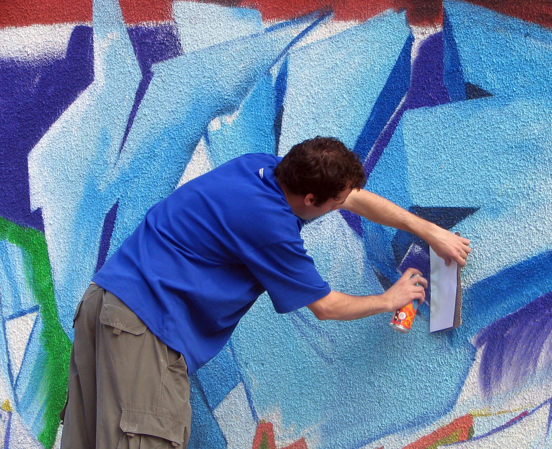 Fenomenul graffiti ia amploare la Targu Mures. Doi tineri au fost amendati de politisti