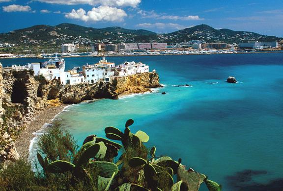 A cerut-o in casatorie intr-un peisaj de vis din Ibiza. Ce s-a intamplat imediat dupa depaseste orice imaginatie