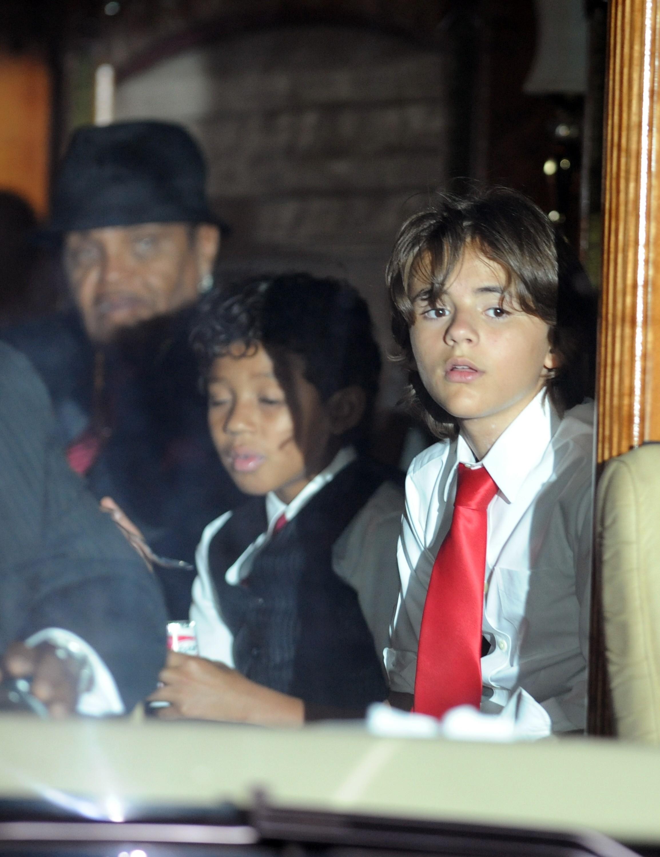 Prince Michael Jackson sufera de vitiligo ca si tatal sau!