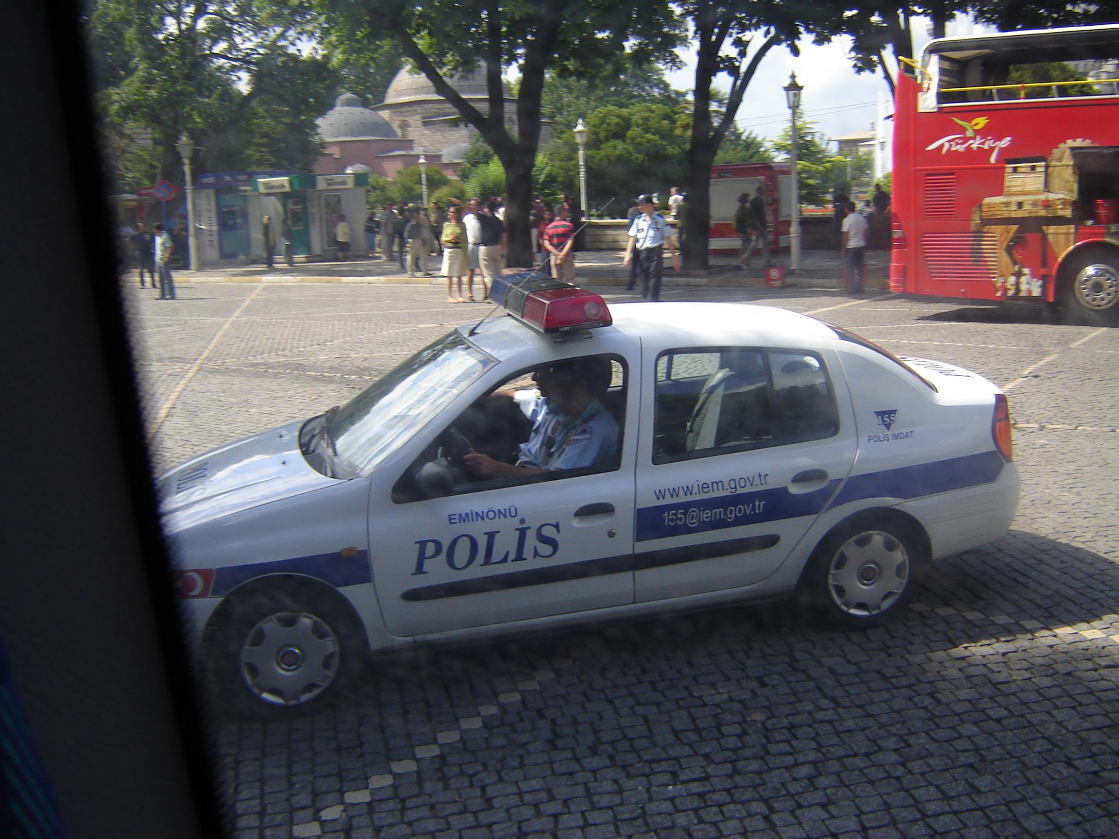 Turism extrem! Un autocar plin cu francezi s-a rasturnat in Antalya