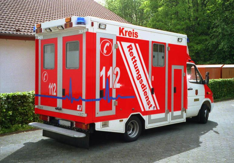 Germania: o femeie si cei patru copii, gasiti carbonizati intr-o masina